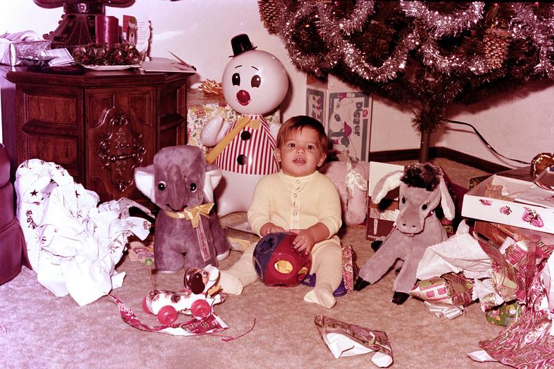 1975-12-25 #5 Anthony's 1st Christmas.jpg