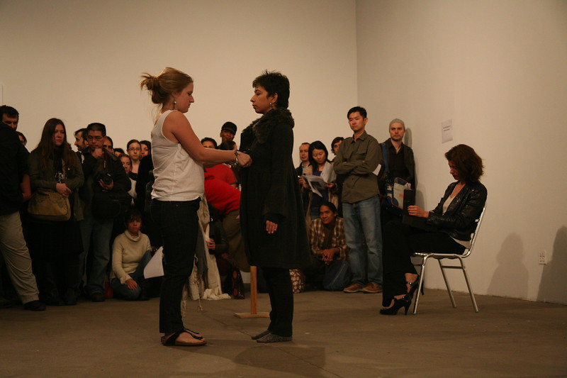 Regina José Galindo, Crisis: Cloth (2009)