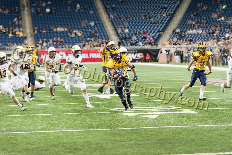 2014 Clarkston Varsity Football vs. Saline 654.jpg