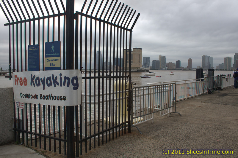 12.5 mile walk around the perimeter of Manhattan, New York, from midtown down along the Hudson River to Battery Park and back up the east side.
