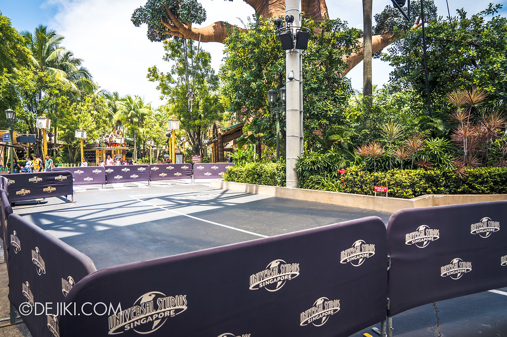 Universal Studios Singapore Halloween Horror Nights 8 construction update / Stage barriers