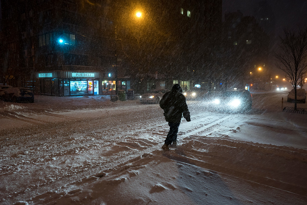. Heavy snow falls in New York\'s Upper West Side, Saturday, Jan. 23, 2016, as a large winter storm rolls up the East Coast. (AP Photo/Craig Ruttle)