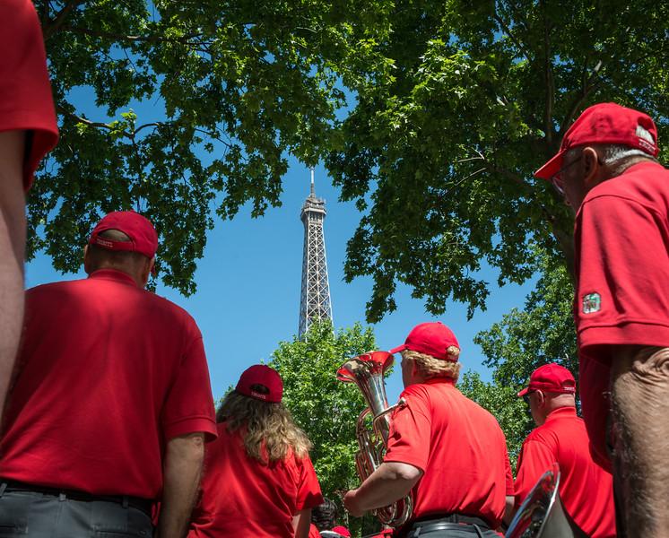 Headed to the concert location:  the Parc du Champ de Mars – Jardin et Bois de la Ville de Paris