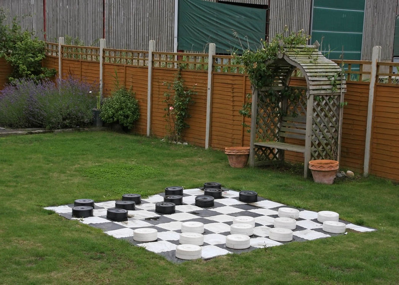 Garden games at Dairy Barns