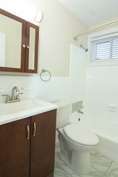 upstairs bath_MG_2760.jpg