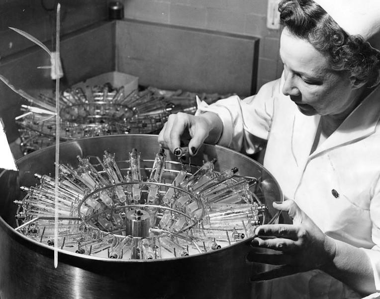 1955, Syringes