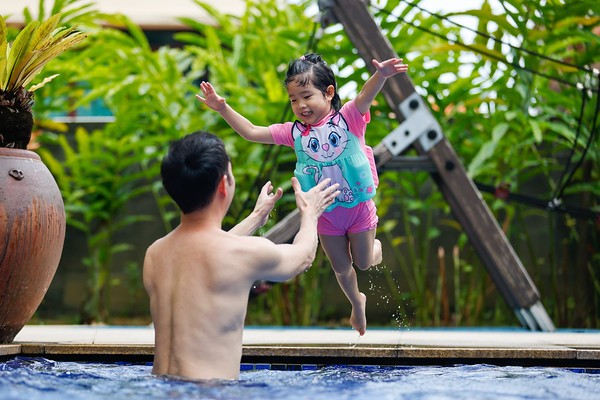 2021-03-21 Kids fun at poolside