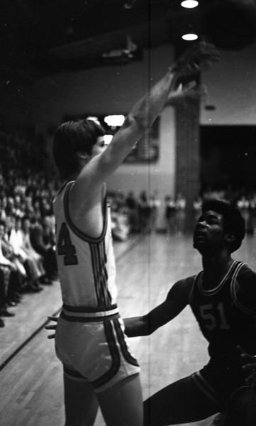 THS Basketball.75-8