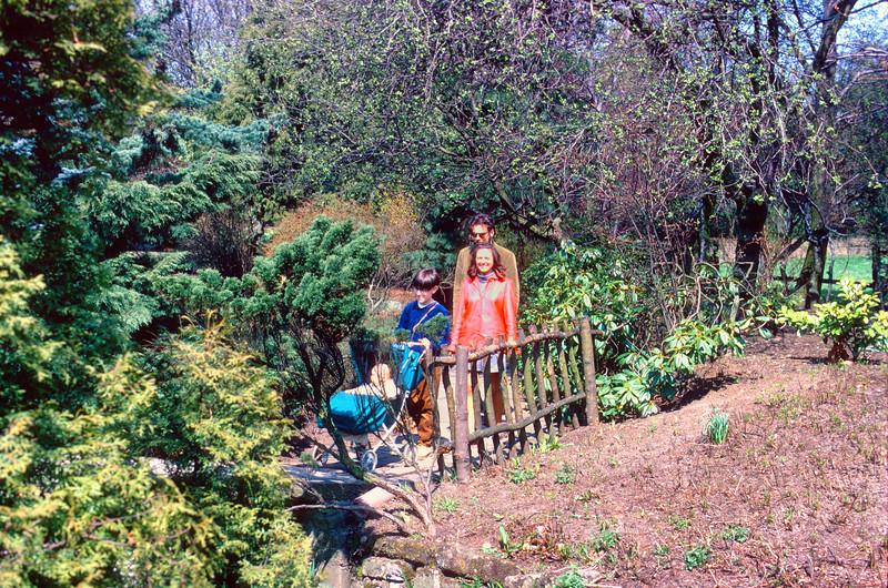 700503 Jamie, Joan, Lowe & Kids at Newstead Abby7-6.jpg