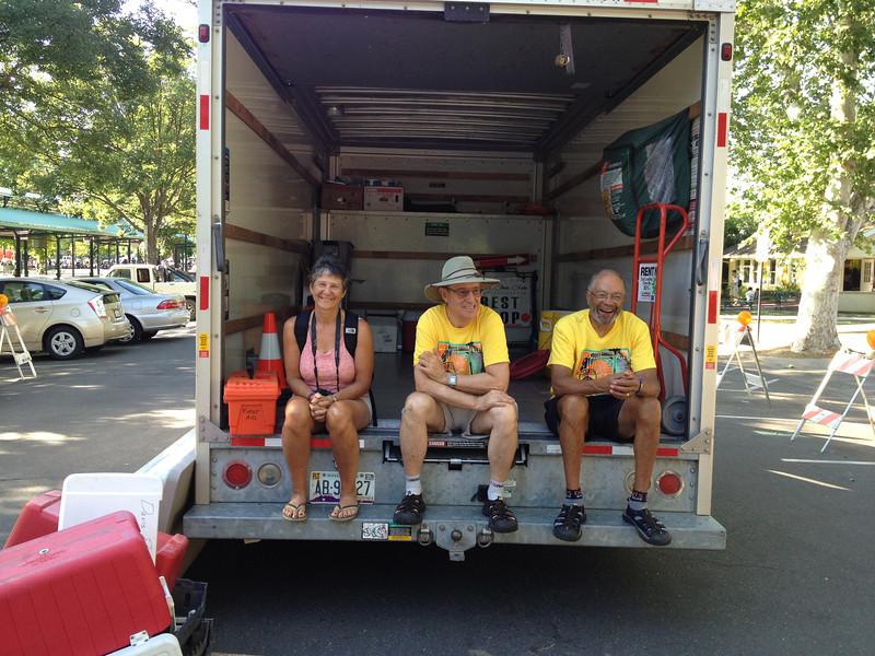 Marsha Arnold, Dan Barcellos, Barry Bolden at the finish zone (courtesy Scott Alumbaugh)