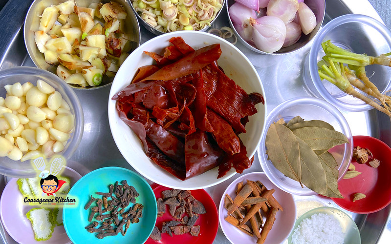 massaman curry paste bangkok.jpg
