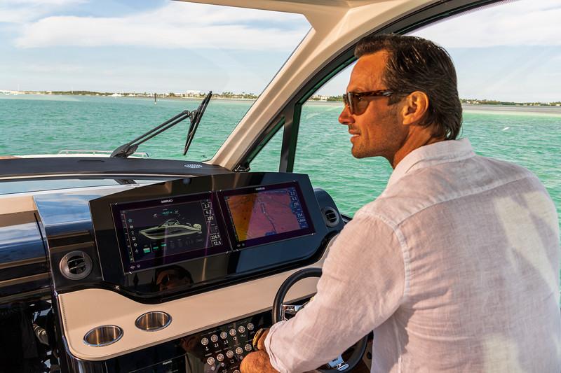 2021-Sundancer-370-Outboard-DAO370-lifestyle-man-helm-07157.jpg