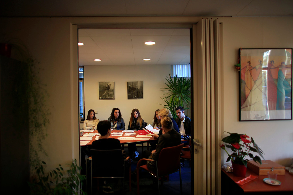 . Spanish nurse Maria Teresa Marin (top 2nd L), 23, attends a welcoming meeting with other nurses after arriving at the Deo Gratias nursing home in The Hague June 4, 2013. After months of studying Dutch, a group of young Spanish nurses moved to the Netherlands to take up work, fleeing a dismal job market at home. Spain\'s population dropped last year for the first time on record as young professionals and immigrants who moved here during a construction boom head for greener pastures. Spain\'s jobless rate is 27 percent, and more than half of young workers are unemployed. For Spanish nurses, the Netherlands\' nursing deficit is a boon. Picture taken June 4, 2013.  REUTERS/Marcelo del Pozo