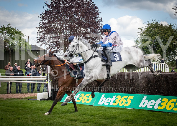 Uttoxeter Races - Sat 4 May 19