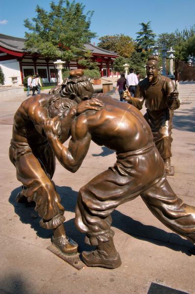 20081005_2008 Wrestling sculpture next to DaYan park. (Big Goose)