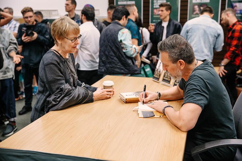 2019_2_28_TWOTW_BookSigning_SP_210.jpg