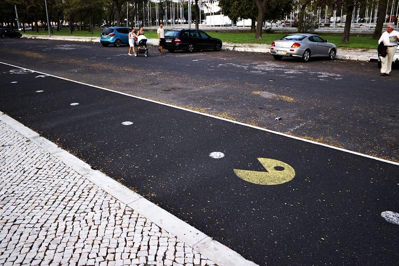 Běžecká a cyklistická stezka v Belému. Ty tečky tam jsou standardně, jen je někdo krapet doplnil ;)