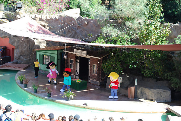 Little People Live at the Zoo