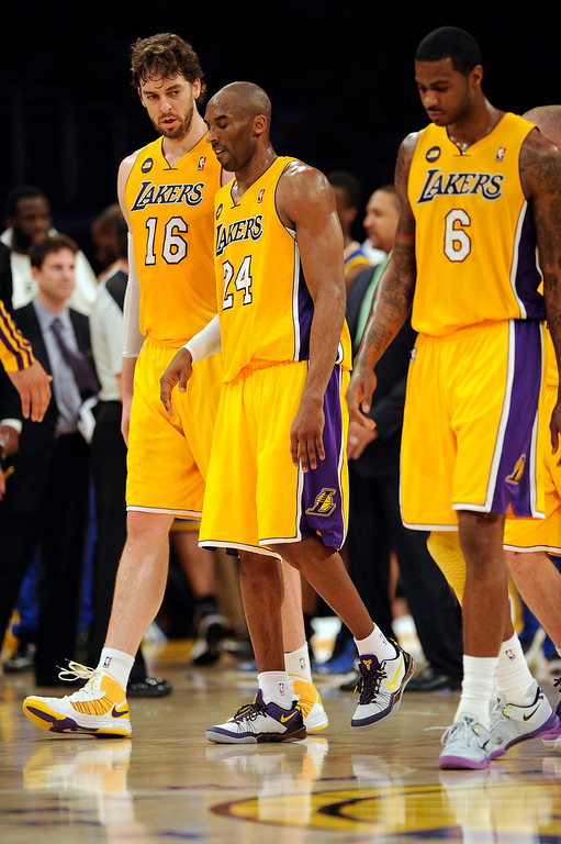 . The Lakers\' Kobe Bryant #24 walks off the court after hurting his ankle during their game against the Warriors at the Staples Center in Los Angeles Friday, April 12, 2013. The Lakers beat the Warriors 118-116. (Hans Gutknecht/Staff Photographer)