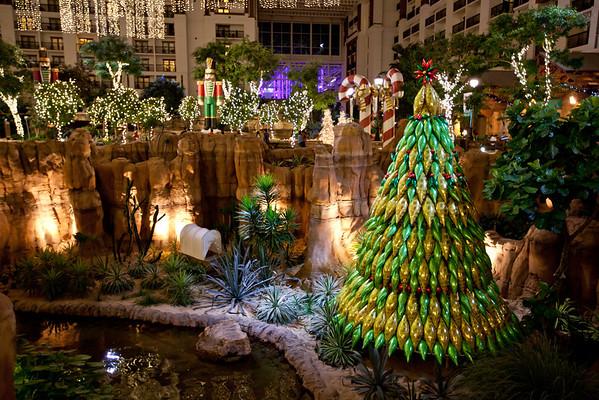 Gaylord Texan | Holiday Decorations