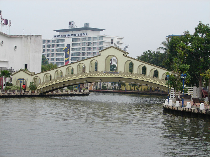 On our river walk with Historian Arhchoo in Malacca (8).JPG