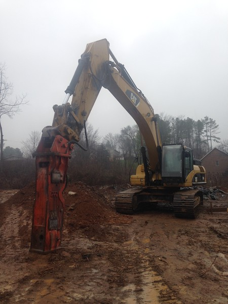 NPK GH15 hydraulic hammer on Cat excavator (14).JPG