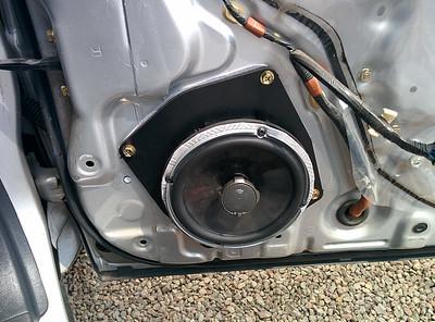 1998 Toyota Rav4.1 3dr FreeSport Front Door Speaker Installation - United Kingdom