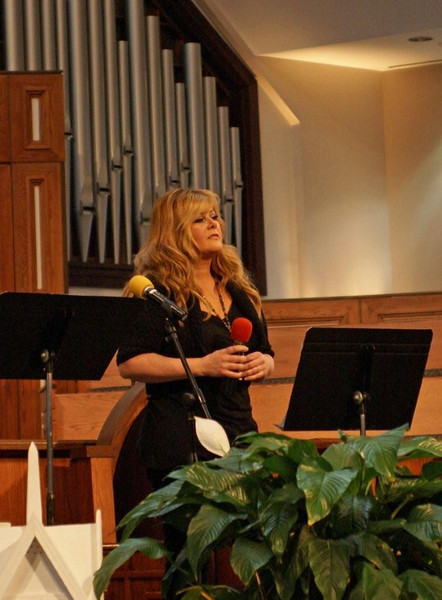 """Vocal star Jamie O'Neal sings love song she was commissioned by CMT to write for Linda and Millard in 2005 entitled, """"Look What Love Built."""""""