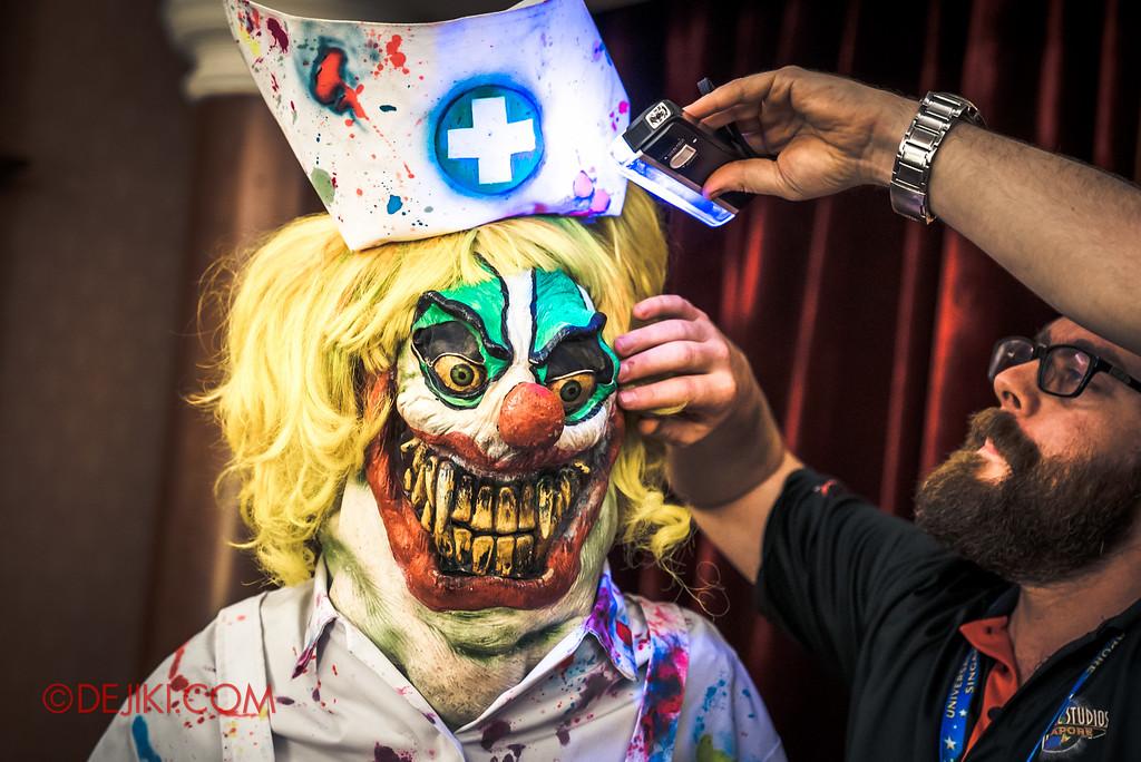 Halloween Horror Nights 6 Behind The Screams BTS Tour 2016 / Jack's 3-Dementia costume UV lighting