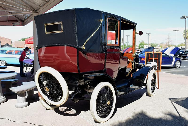 Ford 1913 T Town Car Limousine rr rt.JPG