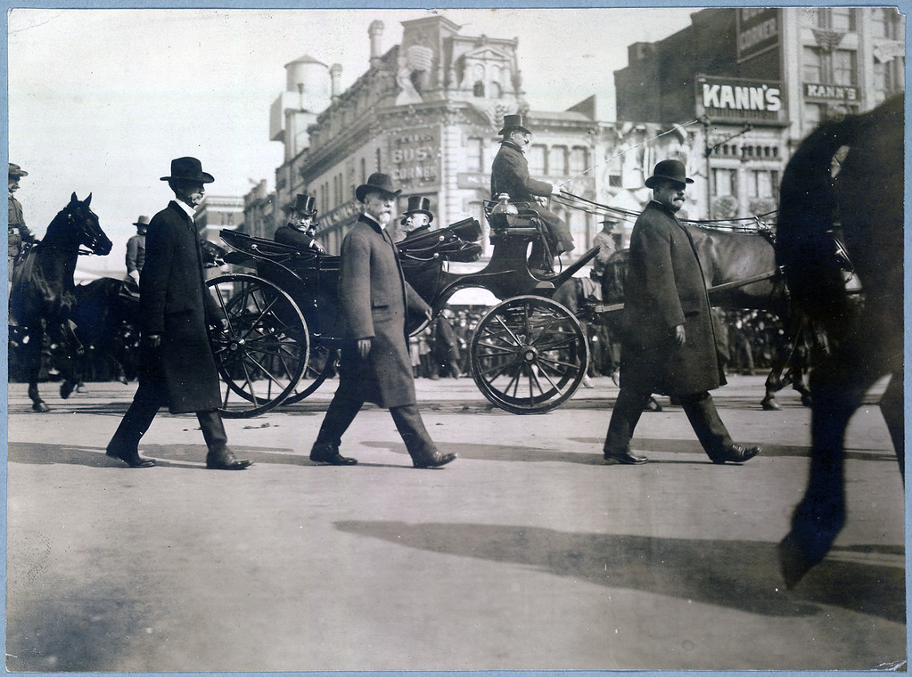 . Theodore Roosevelt in carriage on Pennsylvania Avenue on way to Capitol, March 4, 1905. (Photo from The Library of Congress)