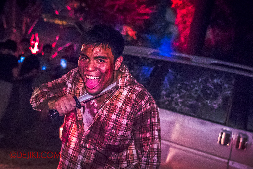 Halloween Horror Nights 6 - Suicide Forest scare zone / Car crash Guy with knife