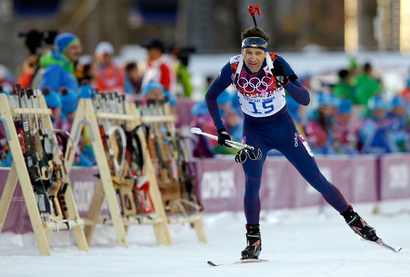 . Norway\'s Ole Einar Bjoerndalen approaches the shooting range during the men\'s biathlon 20k individual race, at the 2014 Winter Olympics, Thursday, Feb. 13, 2014, in Krasnaya Polyana, Russia. (AP Photo/Lee Jin-man)
