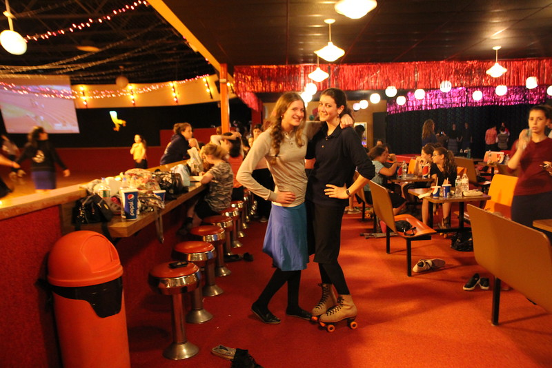 kars4kids_thezone_camp_GirlDivsion_trips_RollerSkating (38).JPG