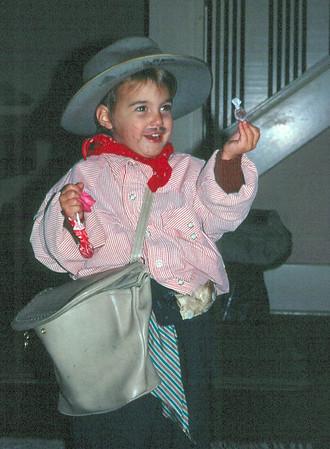 1971-o-Anne, Halloween.jpg