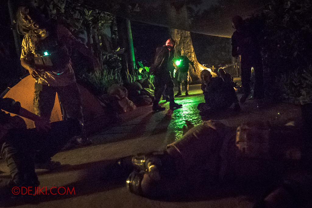 Halloween Horror Nights 7 MasterCard Priceless Experience - Paralysed zombie mob