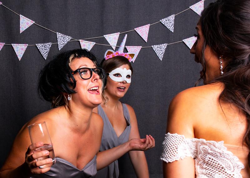 Montreal_Wedding_Photographer_Lindsay_Muciy_Photography+Video_M&E_PHOTOBOOTH_128.jpg