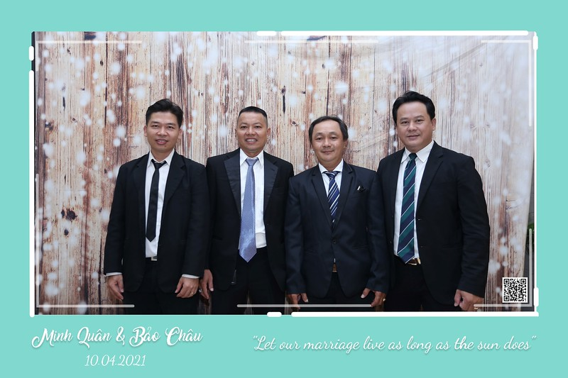 QC-wedding-instant-print-photobooth-Chup-hinh-lay-lien-in-anh-lay-ngay-Tiec-cuoi-WefieBox-Photobooth-Vietnam-cho-thue-photo-booth-109.jpg