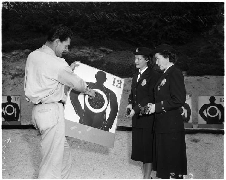 Police_women_feature_1957-8.jpg