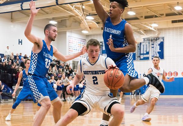 12/18/18 Wesley Bunnell | Staff Southington basketball vs Glastonbury at Southington High School on Tuesday night. Ryan Gesnaldo (2) changes direction baseline.