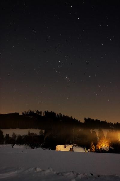 Nad Lačnovem vychází Orion