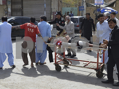 suicide-bomber-at-hospital-in-quetta-pakistan-kills-64-mostly-lawyers