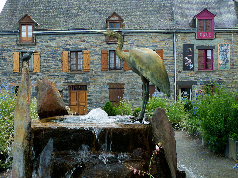 Fountain at the centre of La Gacilly