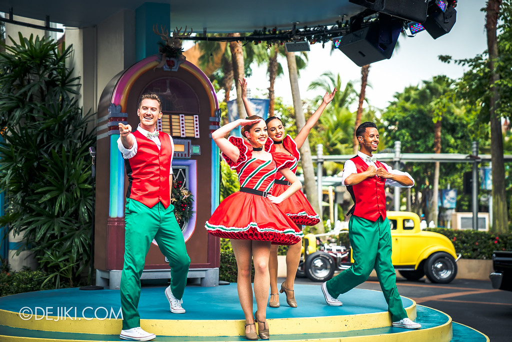 Universal Studios Singapore December Park Update - Santa's All Star Christmas 2016 / Mel's Christmas Jive