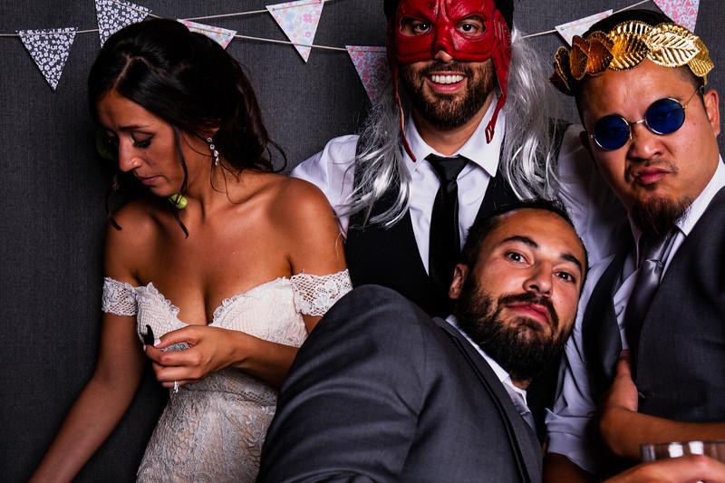 Montreal_Wedding_Photographer_Lindsay_Muciy_Photography+Video_M&E_PHOTOBOOTH_153.jpg
