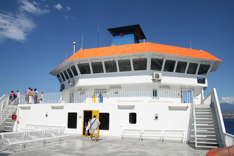2010 - On board VESTFOLD : opper sun deck and the bridge.
