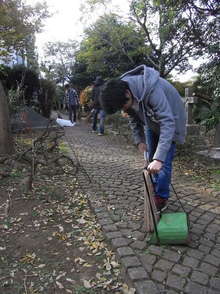 Cemetery Clean-up 11282013_11099839576_l.jpg