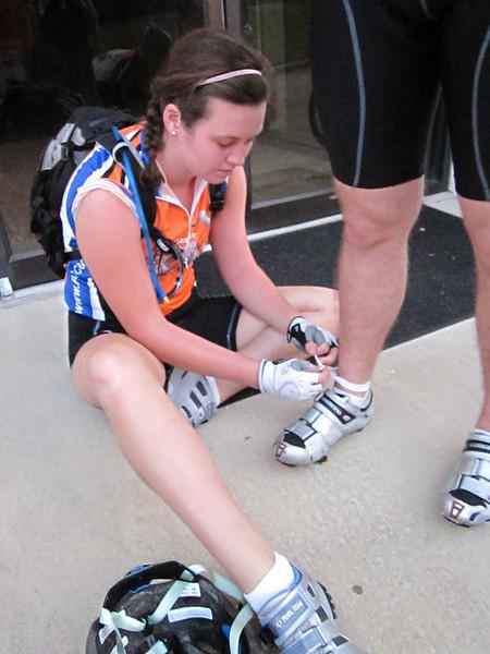 2010 08-01  Colleen ties anklet on fellow biker. ky