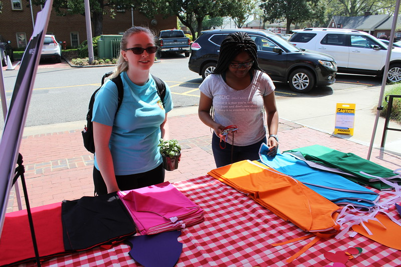 Students make Capes for kids in homeless shelters and make inspiring notes with them.