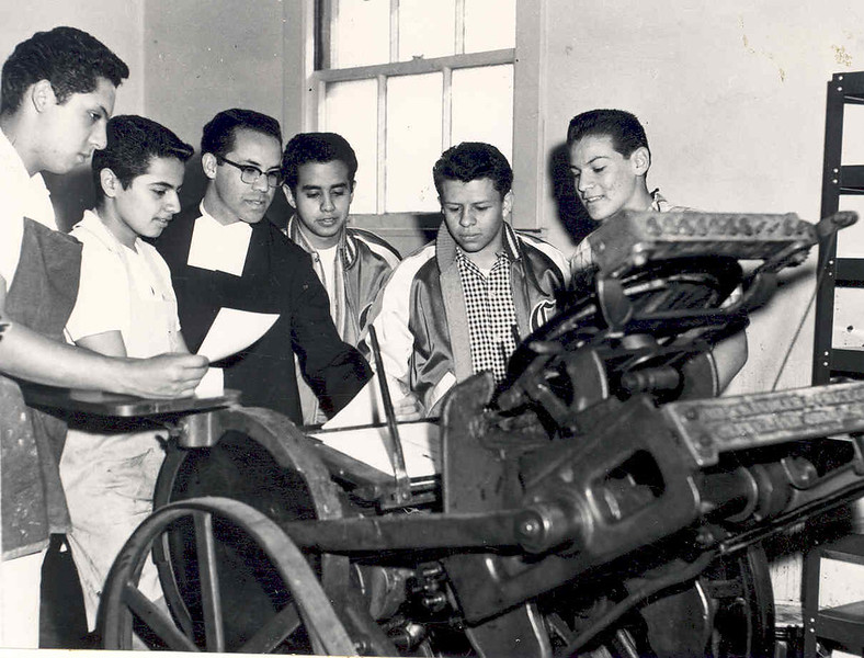 Br. Armand Garcia's Printing class 1954.jpg